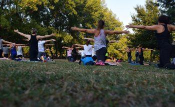 Cours de pilates extérieur